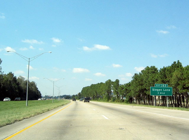 The One Mile Guide Sign For Exit 163 Siegen Lane On Interstate 10 Westbound Siegen Lane Links Louisiana 42 Burbank Highland Roads With Perkins Road